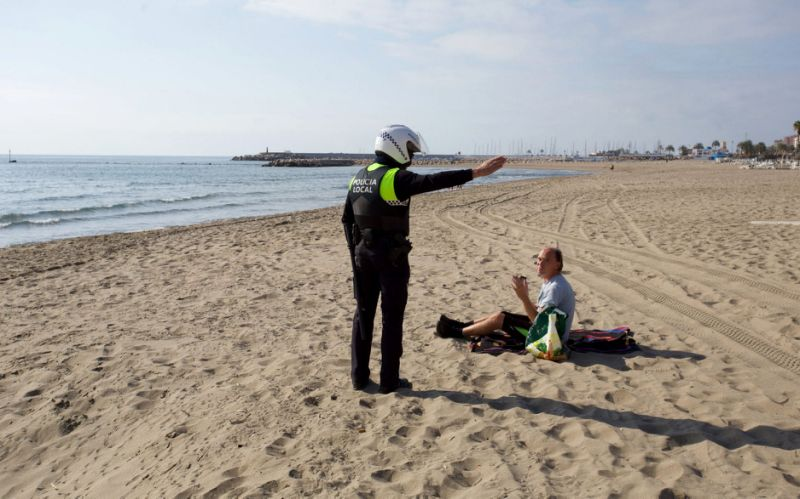 Police seen ordering a person off the beach in the Costa del Sol