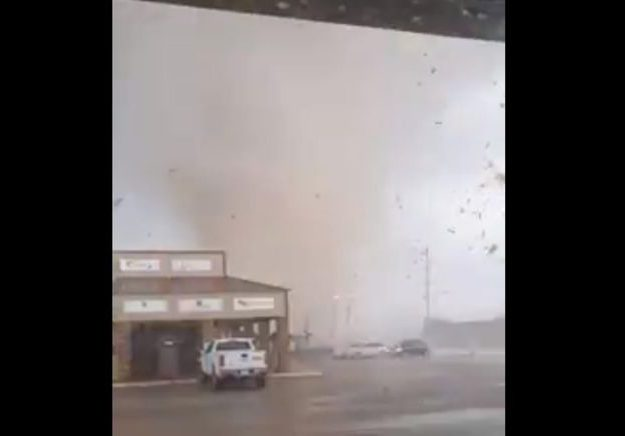 Tornado rips through Arkansas city